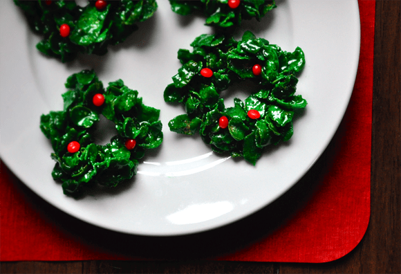 Marshmallow Christmas Wreaths from JustaTaste.com #recipe