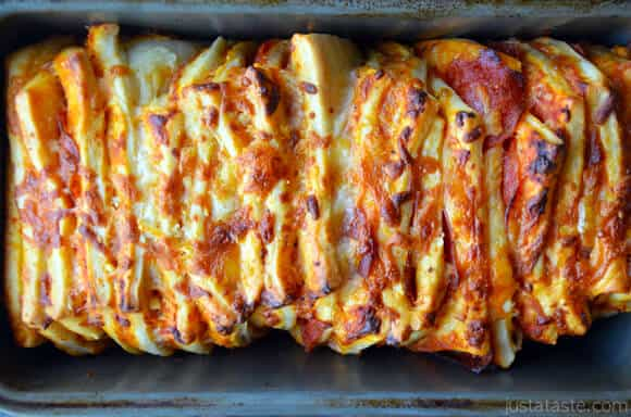 Pepperoni Pizza Pull-Apart Bread in Pan