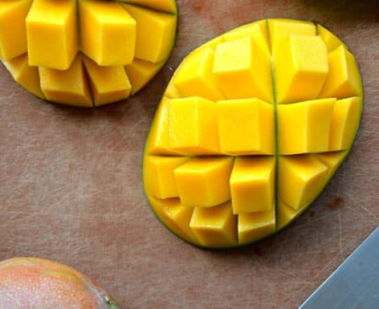 Video: How to Cut a Mango