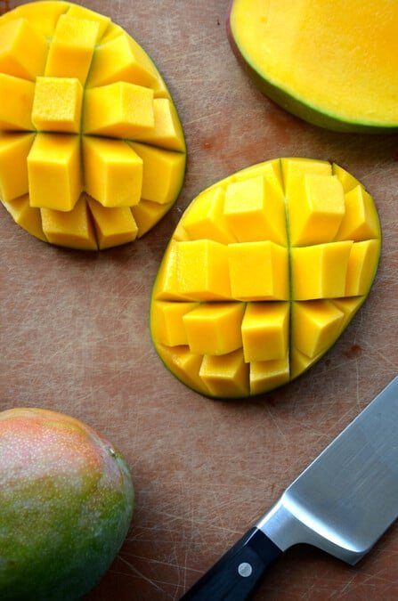 Video How To Cut A Mango Just A Taste