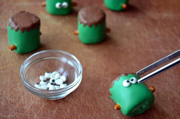 Frankenstein Marshmallow Pops from justataste.com #halloween