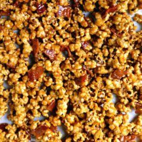 Homemade Caramel Popcorn with Bacon #recipe