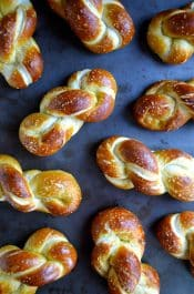 Easy Homemade Soft Pretzel Twists #recipe