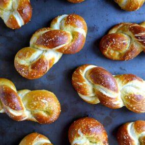 Easy Homemade Soft Pretzel Twists #recipe