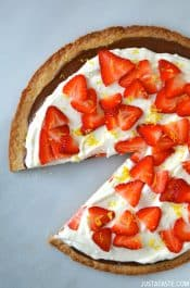 Strawberry-Mascarpone Dessert Pizza #recipe