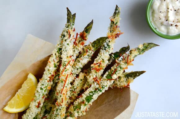 Cheesy Baked Asparagus Fries with Roasted Garlic Aioli Recipe