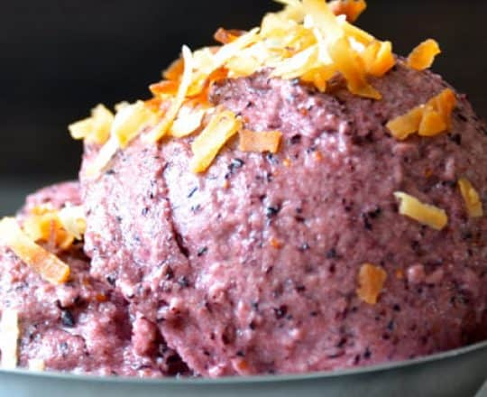 5-Minute Healthy Blueberry Frozen Yogurt