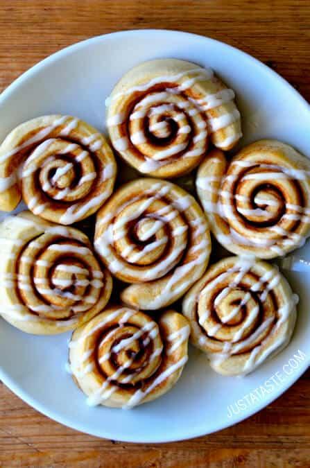 ... love carbs. I love butter. Hello, Pizza Dough Cinnamon Rolls