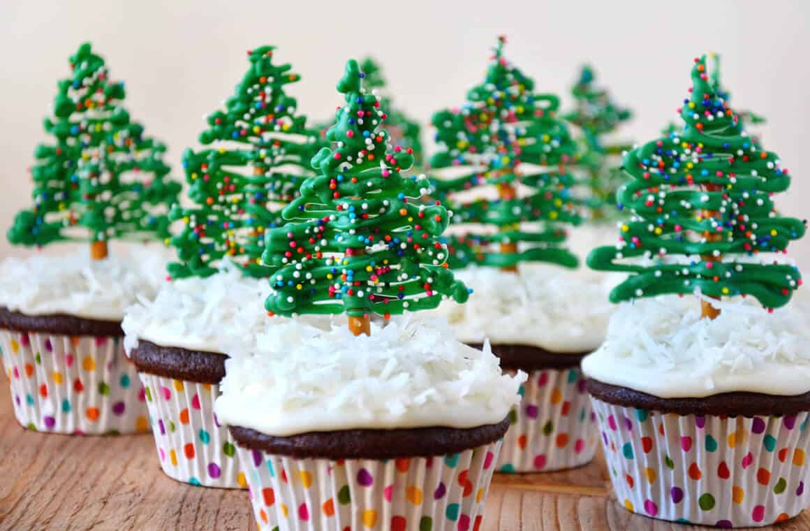 chocolate christmas tree cupcakes with cream cheese frosting just a taste - Christmas Cupcakes