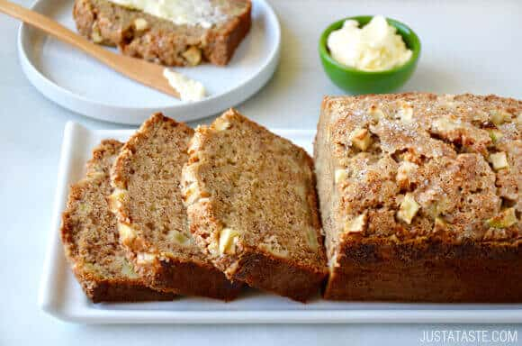 Apple Cinnamon Banana Bread Recipe