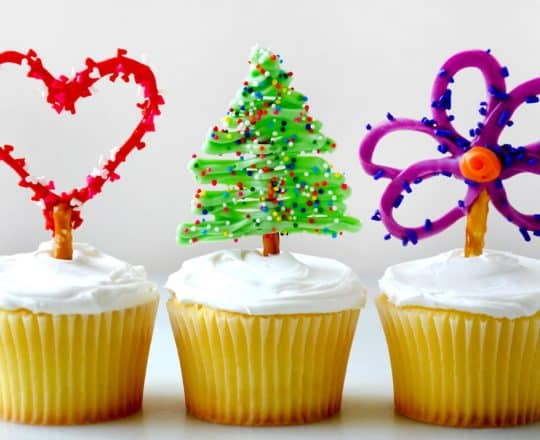 Video: Easy Edible Cupcake Toppers