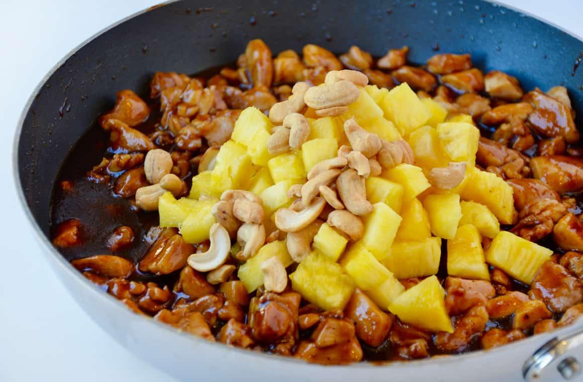 Курица с ананасами на сковороде рецепт пошагово