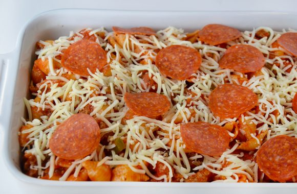 Baking dish with the best pepperoni pizza pasta