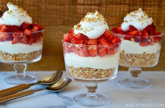 Easy Strawberry Pretzel Dessert Cups