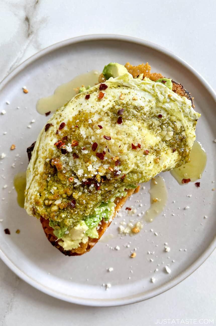 Pesto Eggs on Cheese Toast Recipe